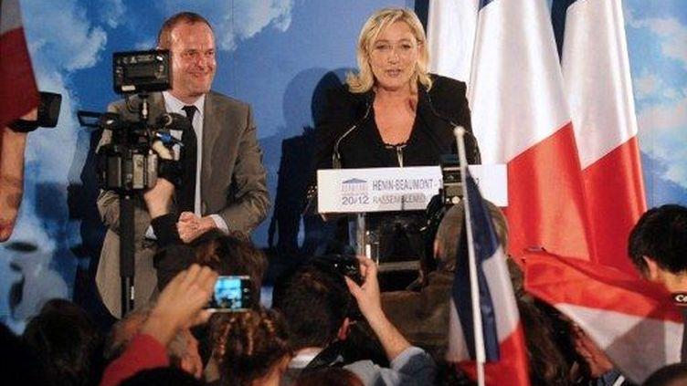 A Hénin-Beaumont, Marine Le Pen devant les militants et les journalistes (FRANCOIS LO PRESTI / AFP)
