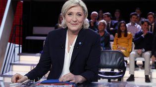 """Marine Le Pen, présidente du Front national, candidate à l'élection présidentielle de 2017, sur le plateau de """"L'Emission politique"""" sur """"France 2"""". (AFP)"""