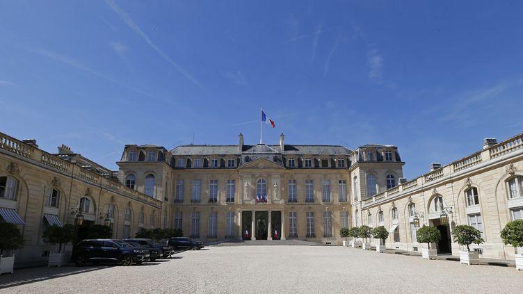 L'entrée du Palais de l'Elysée, à Paris. (REGIS DUVIGNAU / POOL)