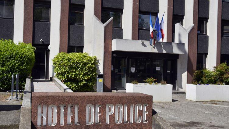 Photographie de l'hôtel de police de Lyon (Rhône) où un homme d'origine Britannique,qui a avoué avoir égorgé ses deux enfants, était gardé à vue, le 20 mai 2013. (JEFF PACHOUD / AFP)