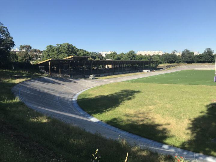 Le vélodrome Jacques-Anquetil est situé au sud du bois de Vincennes, à Paris. (Adrien Hémard)