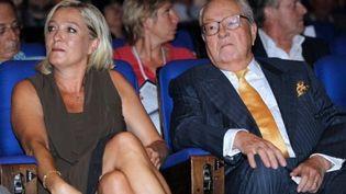 """Jean-Marie Le Pen et sa fille, Marine, participent côte à côte aux """"Journée d'été Marine 2012"""", à Nice, le 10 septembre 2011. (AFP - Valery Havche)"""