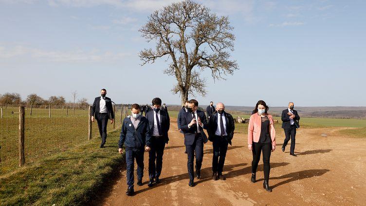 Emmanuel Macron en déplacement en Bourgogne, le 23 février 2021. (LUDOVIC MARIN / AFP)