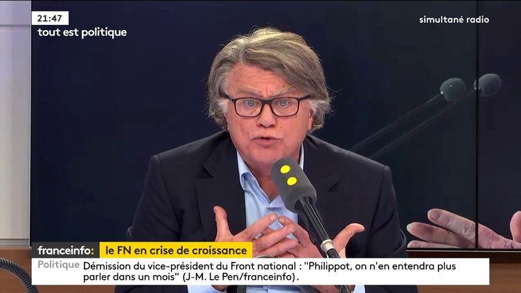 """Le député Gilbert Collard(RBM)était l'invité de """"Tout est politique"""", jeudi 21 septembre, sur franceinfo. (FRANCEINFO)"""