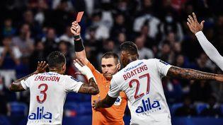 Le Lyonnais Emerson s'est fait expulser au quart d'heure de jeu lors du match face à Lorient, le 25 septembre 2021. (JEFF PACHOUD / AFP)