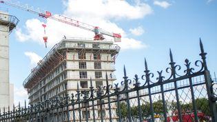 Des logements sociaux en construction porte d'Auteuil, à Paris, le 9 octobre 2015. (MAXPPP)