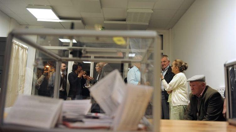 Des militants socialistes attendent le dépouillement d'un vote sur la rénovation du PS, le 01 Octobre 2009. (AFP - Alain Jocard)