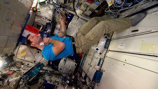 Thomas Pesquet observe comment ses artères s'adaptent à l'espace, dans la station spatiale internationale. (ESA/NASA)