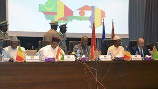 Les dirigeants des pays du G5-Sahel (Mali, Niger, Burkina Faso, Tchad, Mauritanie) réunis à Niamey au Niger, le 15 décembre 2019. (BOUREIMA HAMA / AFP)