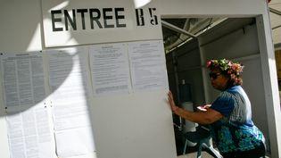Une Polynésienne vote au premier tour de l'élection présidentielle, à Papeete, samedi 22 avril 2017. (MAXPPP)