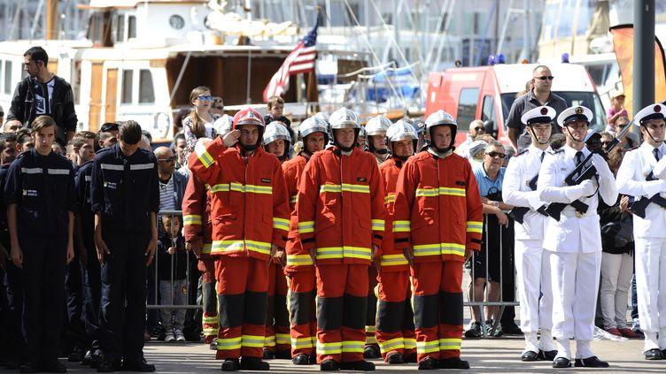 Les marins-pompiers de Marseille ont désormais un nouveau bassin d'entraînement dans le port de Marseille. Ici, lors du 76e anniversaire du BMP en 2015. (FRANCK PENNANT / AFP)