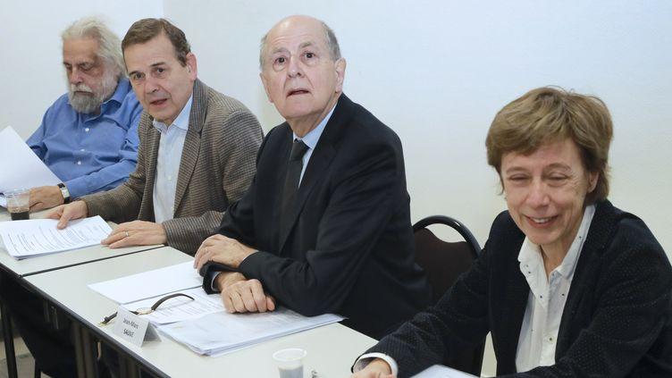 """Les membres de la commission """"Sauvé"""" avec de gauche à droite, le psychanaliste Jean-Pierre Winter, le jugeAntoine Garapon, le président de la commission Jean-Marc Sauvé et la secrétaire généraleSylvette Toche, le 8 février 2018. (JACQUES DEMARTHON / AFP)"""