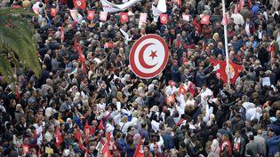 Des manifestants tunisiens lors d'une grève générale des fonctionnairesà Tunis, le 22 novembre 2018. (FETHI BELAID / AFP)