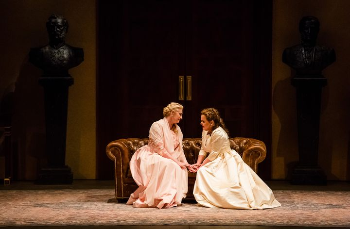 L'infante (Annick Massis)et Chimène (Sonia Ganassi).  (Agathe Poupeney/Opéra national de Paris )