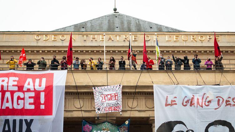 Le 1er mai 2021 à Paris, c'est du Théâtre de l'Odéon qu'est parti le cortège dédié au monde de la culture, lors de la traditionnelle manifestation des syndicats (LOUISE MERESSE / SIPA)