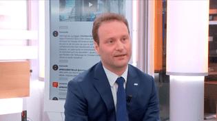 Sylvain Maillard, porte-parole d'Emmanuel Macron, est l'invité de Julien Benedetto sur Franceinfo. (FRANCEINFO)