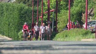 Trois cheminots ont décidé de marcher jusqu'à l'Élysée : ils sont partis il y a 29 jours de Pamier dans l'Ariège, et arriveront ce mardi 8 mai au soir à Paris. (France 3)