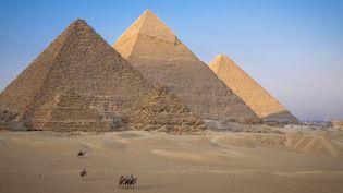 Egypte, le Caire, Guizeh, pyramides de Kheops, Kephren et Mikerinos.  (JACQUES SIERPINSKI / AURIMAGES / JACQUES SIERPINSKI / AURIMAGES)