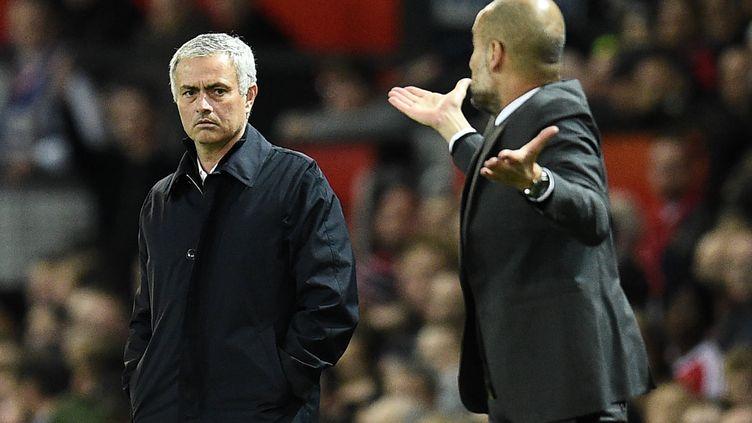 Pep Guardiola (Manchester City, à droite) et José Mourinho (Manchester United)