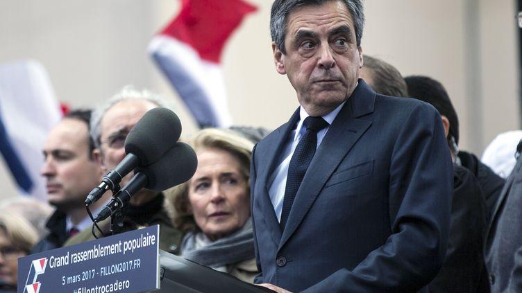François Fillon s'adresse à ses partisans réunis place du Trocadéro à Paris, dimanche 5 mars 2017. (MAXPPP)