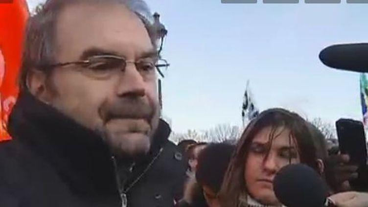 François Chérèque, secrétaire général de la CFDT, à la manifestation du mardi 13 décembre 2011 à Paris. (FRANCE 2)