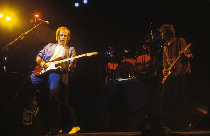 Dire Straits sur scène le 15 décembre 1982 à Brighton(Mark Knopfler et Hal lindes)  (PHOTOSHOT/MAXPPP)