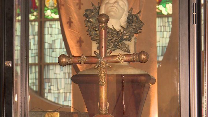 Croix de procession (France 3 Normandie)