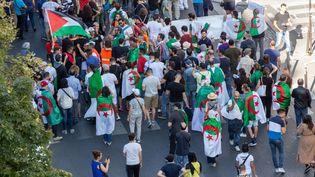 Une manifestation à Paris pour soutenir le Hirak, le 15 septembre 2019. (AMAURY CORNU / HANS LUCAS / AFP)