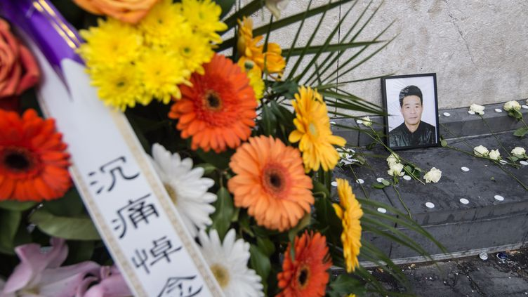 Un mémorial place de la République, à Paris, en hommage àLiu Shaoyao, le 2 avril 2017. (JULIEN MATTIA / NURPHOTO)