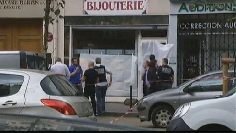 capture d'écran.Un homme qui tentait de braquer une bijouterie jeudi 19 juillet 2012 dans l'après-midi à Paris a été tué par balles par le propriétaire de la boutique qui a été placé en garde à vue. (FRANCE 2)
