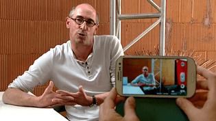 """Thierry Fouet est comédien amateur, il incarne """"Zean-Marie"""", la star du tout petit écran  (France 3 / Culturebox)"""