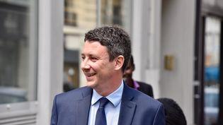 Le porte-parole d'En marche !, Benjamin Griveaux, arrive au QG du mouvement à Paris, le 11 mai 2017. (PATRICE PIERROT / CITIZENSIDE / AFP)