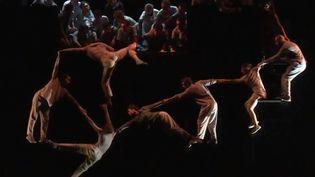 Image extraite du spectacle mis en scène par Yoann Bourgeois autour du Requiem de Mozart (FRANCE 3)