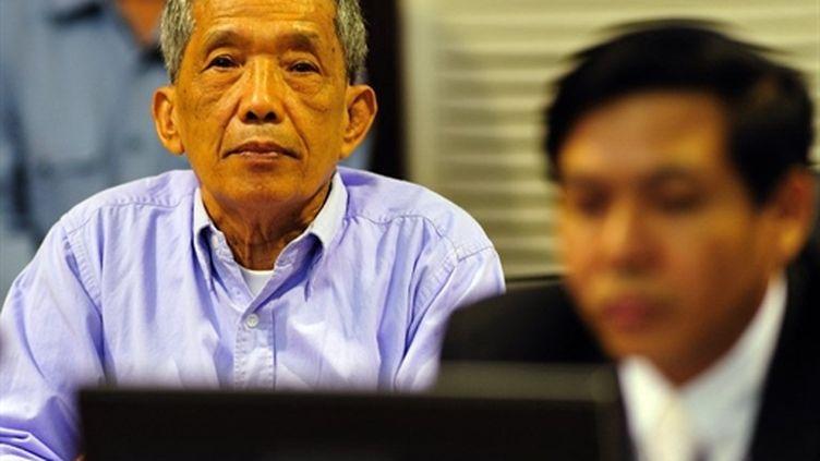 """Kaing Guek Eav dit """"Douch"""", lors de son procès le 26/07/2010 (AFP Mark Peters)"""