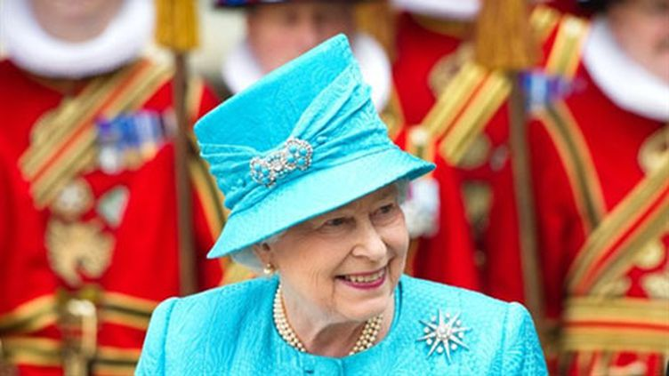 La reine Elizabeth II, rayonnante, fête ses 85 ans à l'abbaye de Westminster, à Londres, le 21 avril 2011. (AFP/LEON NEAL)