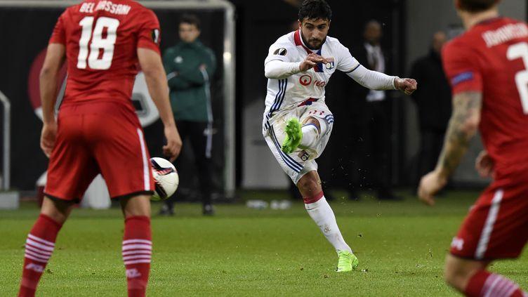 Nabil Fekir a fait très mal à l'AZ Alkmaar (JEAN-PHILIPPE KSIAZEK / AFP)