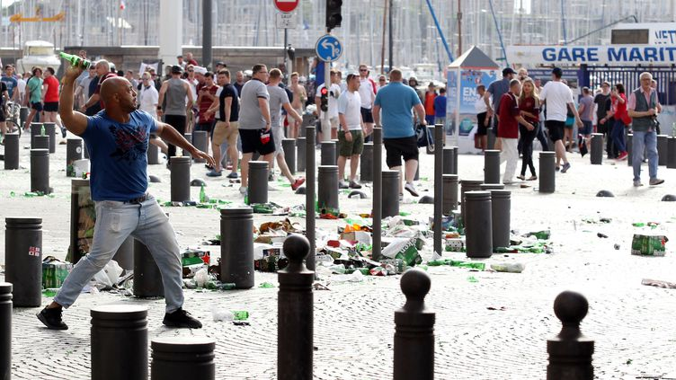Marseille avait été le théâtre de violents affrontements en marge du match Angleterre-Russie le 11 juin dernier (JEAN CHRISTOPHE MAGNENET / AFP)