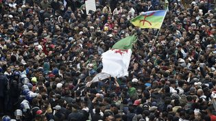 Des participants au Hirak dans les rues d'Alger (Algérie), le 22 février 2021. (RYAD KRAMDI / AFP)