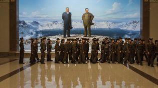 Des soldats nord-coréens au musée de la révolution coréenne, à Pyongyang (Corée du Nord), le 19 juillet 2017. (ED JONES / AFP)