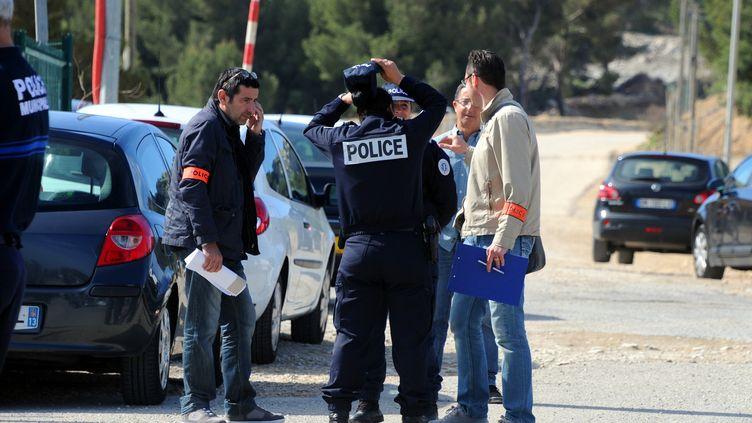 Enquête à Châteauneuf-les-Martigues (Bouches-du-Rhône), sur un terrain de motocross où a été découvert un corps calciné samedi 5 mai. (GERARD JULIEN / AFP)