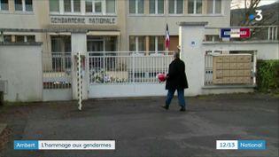 Une cérémonie d'hommage aux trois militaires abattus par un forcené le 23 décembre dernier a débuté à 13h30, lundi 28 décembre, à Ambert (Puy-de-Dôme). (France 3)