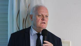 Franoois Asselineau, président de l'UPR, l'Union Populaire Républicaine lors d'une réunion publique en octobre 2016. (SEBASTIEN LAPEYRERE / MAXPPP)
