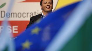 Le Premier ministre italien, Matteo Renzi, donne un meeting, le 22 mai 2014 à Rome (Italie), trois jours avant les élections européennes. (TONY GENTILE / REUTERS)