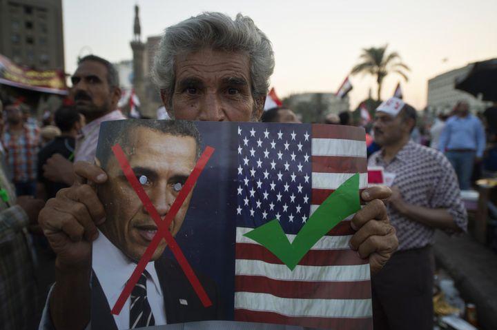 Un manifestant place Tahrir, au Caire(Egypte), le 7 juillet 2013. (KHALED DESOUKI / AFP)