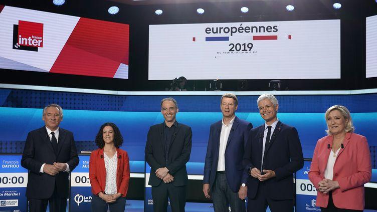 François Bayrou (LREM/MoDem), Manon Aubry (LFI), Raphaël Glucksmann (PS-Place publique), Yannick Jadot (EELV), Laurent Wauquiez et Marine Le Pen (RN) lors du débat pour les élections européennes organisé par France 2 le mercredi 22 mai 2019. (LIONEL BONAVENTURE / AFP)
