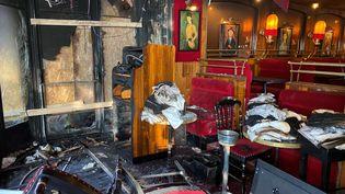 L'intérieur de la brasserie La Rotonde, à Paris, après l'incendie, le 18 janvier 2020. (LUCAS MENGET / RADIO FRANCE)
