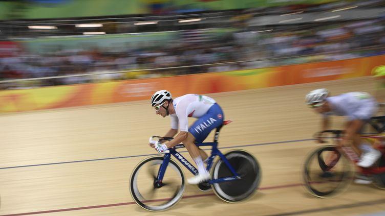 Elia Viviani lors de la course aux points (ERIC FEFERBERG / AFP)