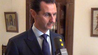 Le président syrien Bachar Al-Assad interrogé par l'envoyée spéciale de franceinfo à Damas, le 9 janvier 2017. (RADIO FRANCE / GILLES GALLINARO)
