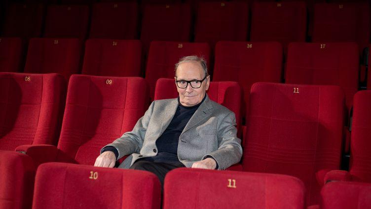 Le compositeur italien Ennio Morricone dans un cinéma à Berlin (Allemagne), le 6 décembre 2013. (J?RG CARSTENSEN / DPA)