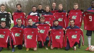 Après trois mois d'arrêt, les joueurs de football non-professionnelsde la ville dePolensacen Gironde ont retrouvé leur terrain d'entraînement avec la reprise de la Coupe de France. (CAPTURE ECRAN FRANCE 2)